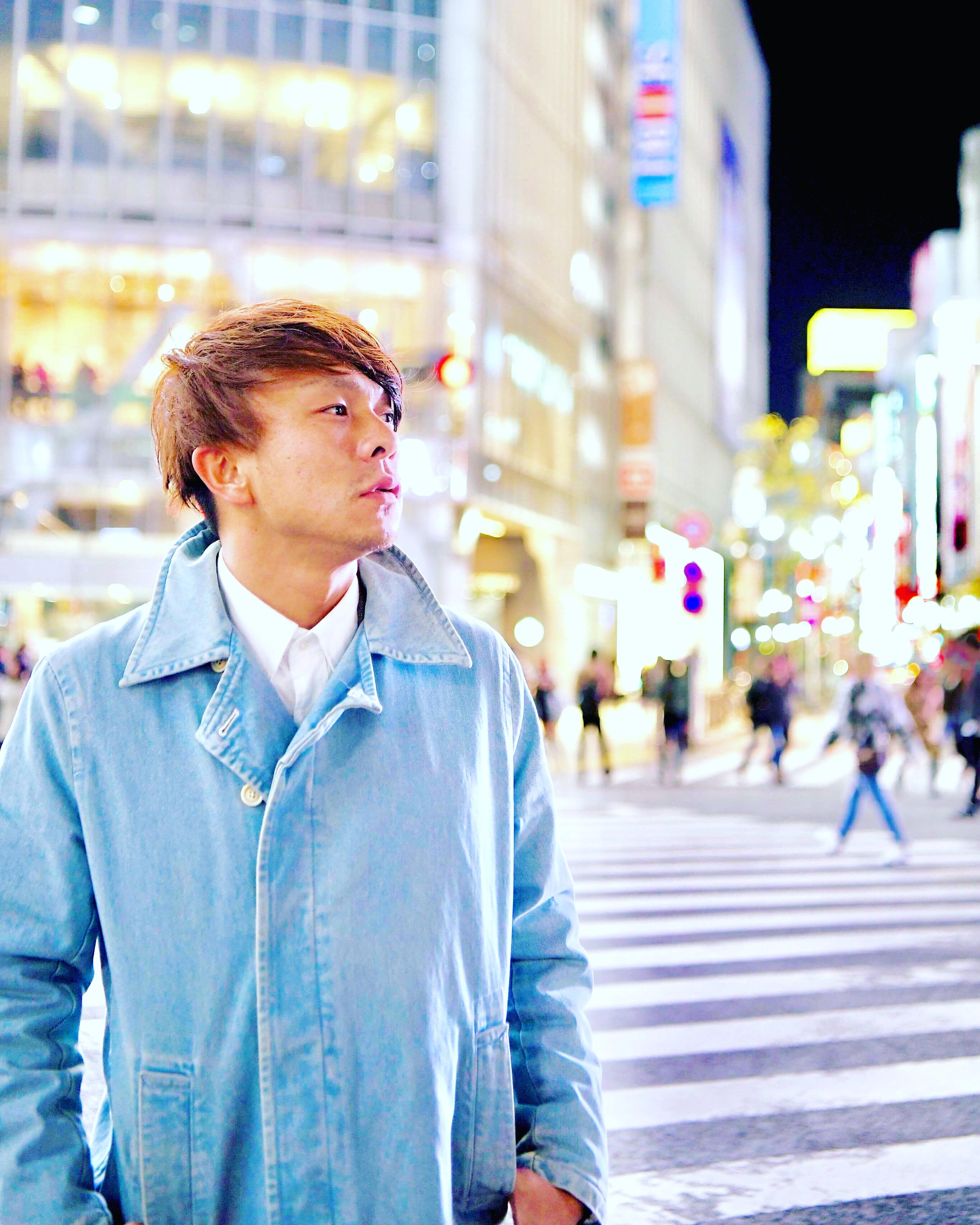 渋谷のスクランブル交差点で