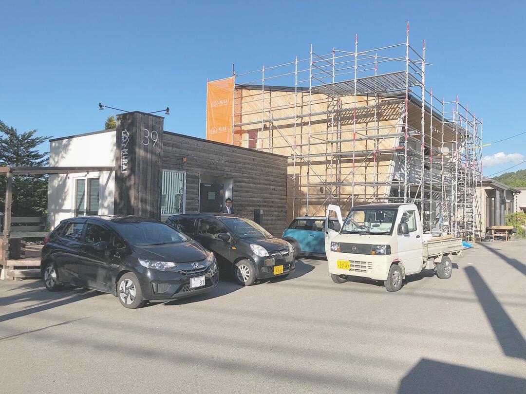 山梨県にあるスタジオ、建築中のHOUSEⅢⅨ。未来建築工房の新社屋です。ここから家づくりを通していろんなストーリーが生まれて行きます。