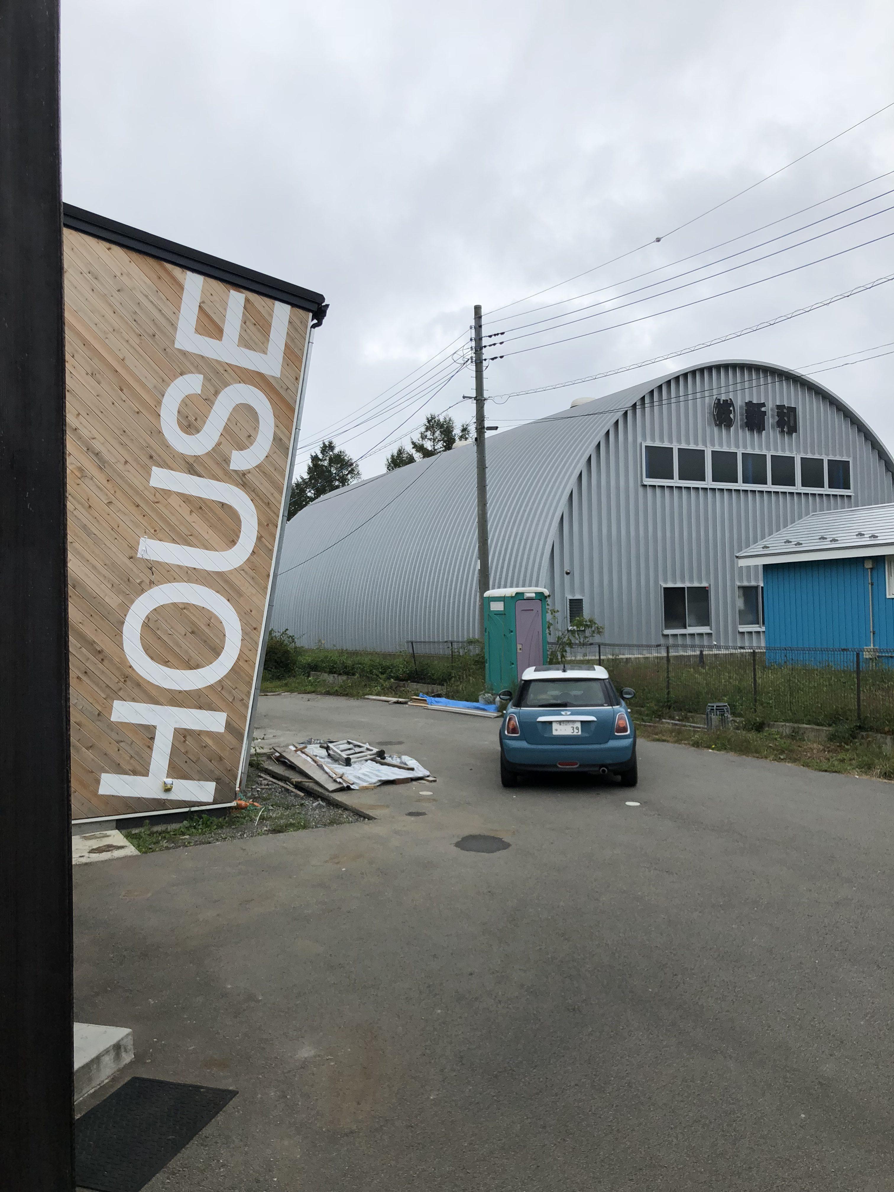 山梨の工務店、未来建築工房の新社屋studio HOUSEⅢⅨの足場が外れました。