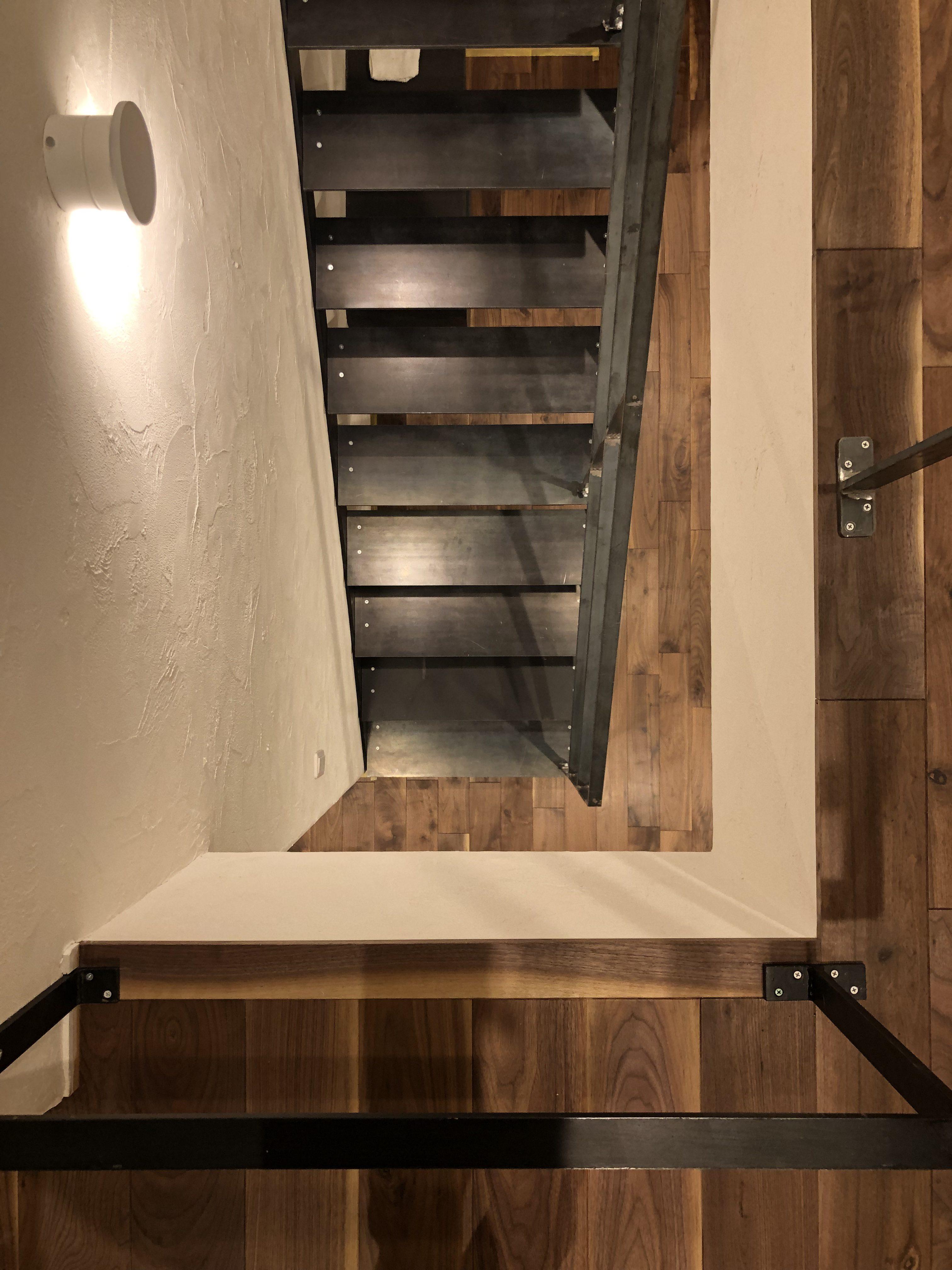 山梨県の工務店、未来建築工房とつくる注文住宅。|都留市の家、鉄骨階段