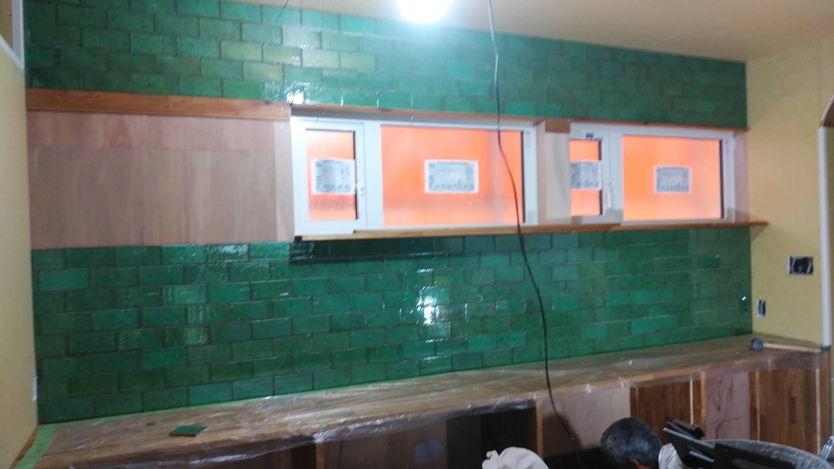 山梨県の工務店、未来建築工房とつくる注文住宅。|平田さんのタイル貼りました。