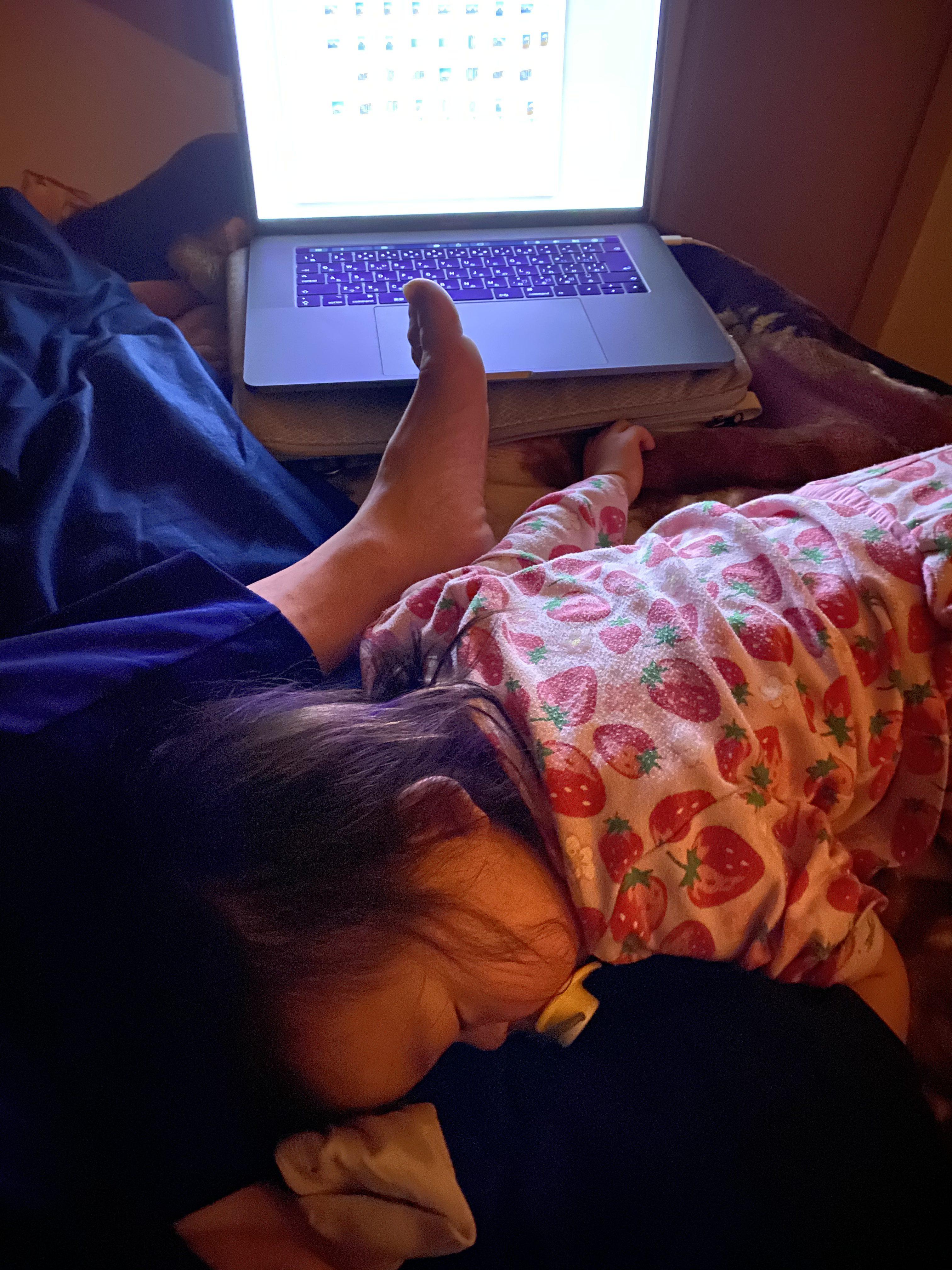 山梨県の工務店、未来建築工房とつくる注文住宅。|我が子、膝で寝る