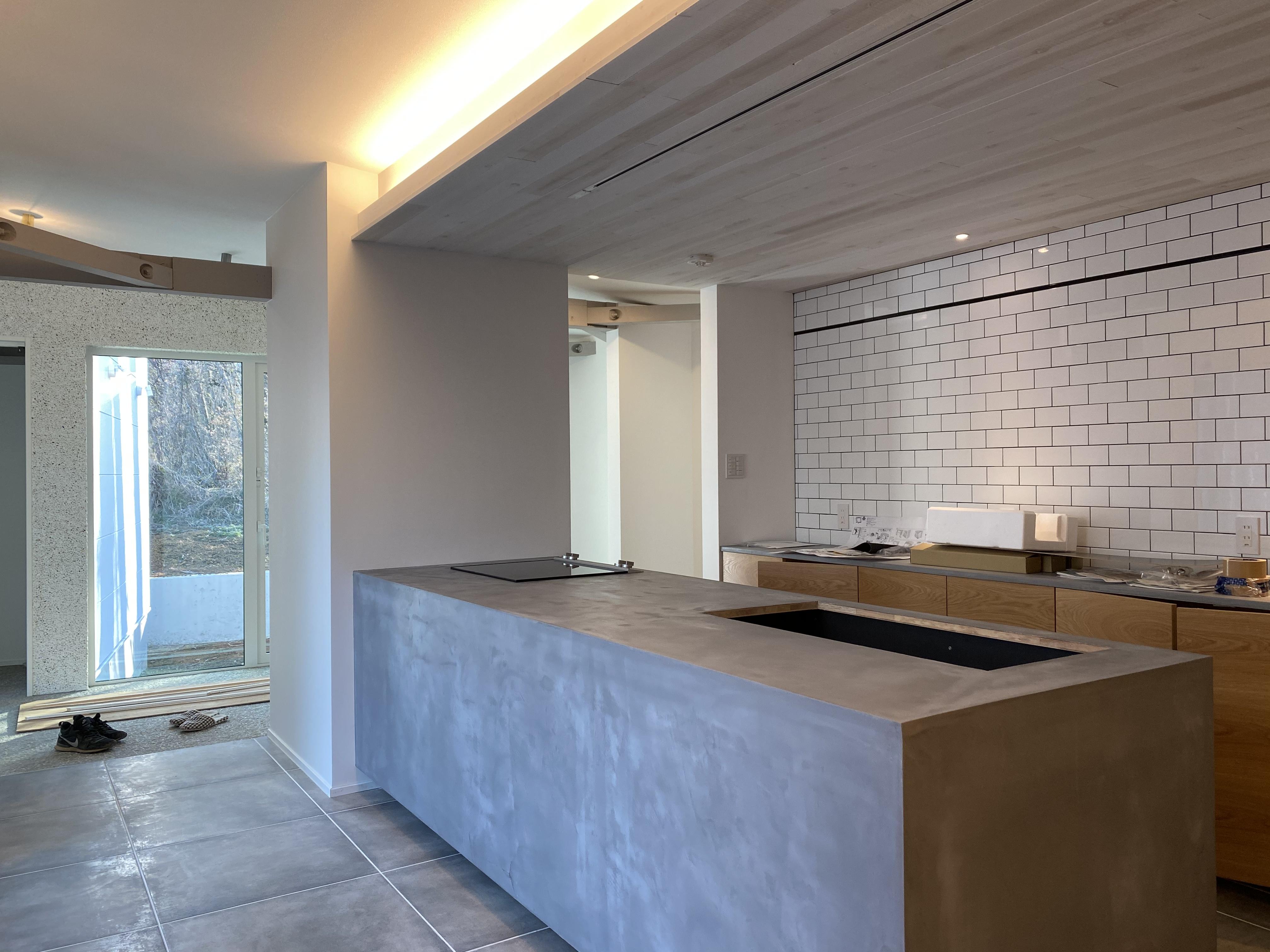 山梨県の工務店、未来建築工房とつくる注文住宅。|モデルハウスのキッチンのIHはガゲナウ/GAGGENAU