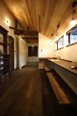 幸せの四つ窓からの光が心地いい、アンティークカフェみたいなお家