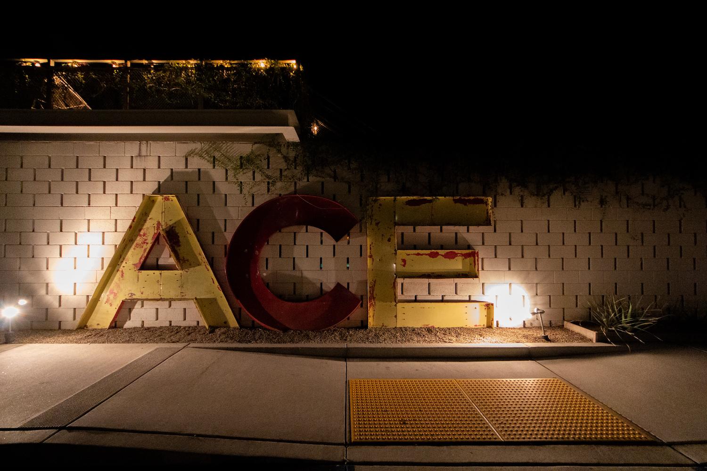 カリフォルニア滞在中、初日と二日目のホテルはACE HOTEL。